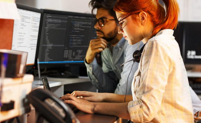 Python vs R for data science: Professor rates programming language rivals
